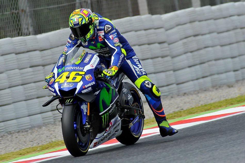 อธิบายเทคนิค Leg Dangle หรือแหย่ขาก่อนเข้าโค้งของนักแข่ง MotoGP